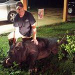 Πάλεψε με αγριογούρουνο 370 κιλών για να προστατεύσει την οικογένειά του