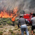 Μαίνεται η φωτιά στα Γεράνια Όρη, το κύριο μέτωπο στους Αγίους Θεοδώρους