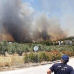Μαίνεται ανεξέλεγκτη η φωτιά στην Κορινθία - Εκκενώθηκαν τέσσερις οικισμοί